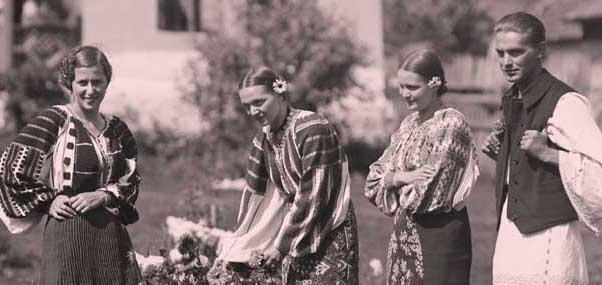 Evenimentul Sarbatoarea Floriilor, la Muzeul Taranului